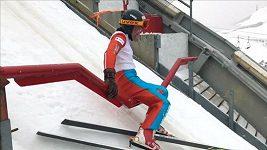 Slavný britský skokan na lyžích přezdívaný Ediie Orel se zase proletěl