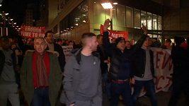 Fanoušci Arsenalu demonstrovali proti Wengerovi
