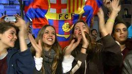 Stovky fanoušků oslavily zázračný návrat Barcy