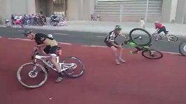 Extrémně silný vítr překvapil účastníky cyklistického závodu