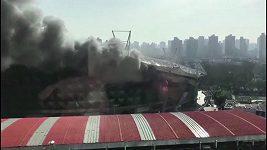 Požár fotbalového stadiónu v Číně