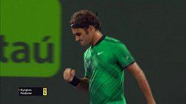 Do finále dvouhry postoupil Roger Federer po výhře 7:6, 6:7, 7:6 nad Kyrgiosem.