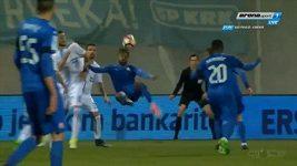 Soudani, gól nůžkami ze zápasu Rijeka - Dinamo z chorvatské ligy