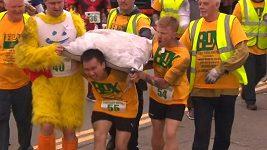 Šampionát v běhu s pytlem uhlí na zádech