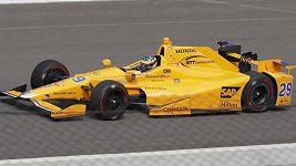 Španěl Fernando Alonso měl při tréninku v Indianapolis kuriozní, ale drsnou nehodu