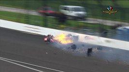 Drsný karambol Sébastiana Bourdaise při kvalifikaci na Indy 500