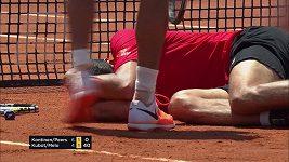 Tenista Lukasz Kubot zasáhl tvrdým servisem brazilského spoluhráče Mela do hlavy