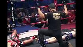 Dvojitý knockout v zápase thajského boxu