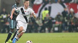 Fotbalisté Hloušek a Necid jsou s Legií Varšava polskými mistry