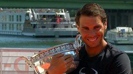 Rafael Nadal pózoval s pohárem v Paříži
