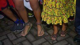 Indiáni běželi v tradičních sandálech