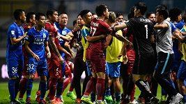 Hromadná bitka v čínské lize