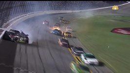 Divoký závod NASCAR
