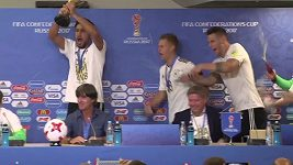 Němečtí fotbalisté přerušili tiskovou konferenci