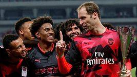 Čech bravurně zničil Jamese a Arsenal pak vyhrál na penalty nad Bayernem