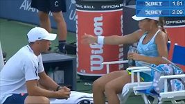 Julia Putincevová nadává trenérovi