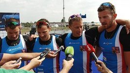 Posádka čtyřkajaku po nedělním závodě