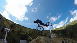 Nicholi Rogatkin skočil jako první na světě Twister na sjezdovém kole