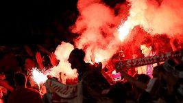 Fanoušci Kolína nad Rýnem před utkáním v Londýně