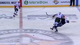 Brutální faul v KHL
