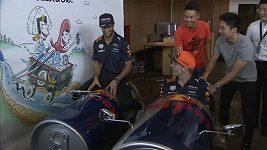 Max Verstappen a Daniel Ricciardo v Tokiu vyměnili formule za plechovky