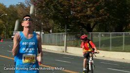 Michal Kapral na maratonu s pěti míčky