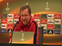 Pavel Vrba hovoří s novináři před zápasem s Beer Ševou