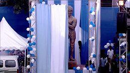 Diego Maradona odhalil svoji sochu v Kalkatě