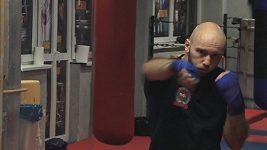 Boxer s titulem PhDr.