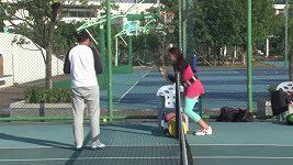 Marion Bartoliová na archivním videu při tréninku v Číně