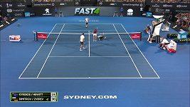Tenisová show, Kyrgios dostal tenisákem do tváře, Zverev poslouchal, zda mu bije srdce
