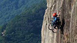 Atlet zdolal horu na invalidním vozíku