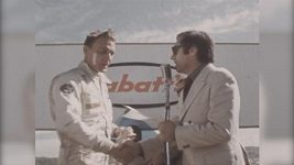 Automobilový závodník Dan Gurney na archivních záběrech