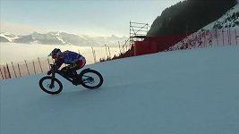 Max Stöckl se řítil po zasněžené sjezdovce na kole rychlostí 106 km/h