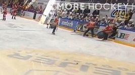 Hokejistu hrablem podrazil chlapec čistící led