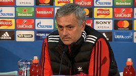 José Mourinho se opřel do Franka de Boera