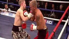 Ryan Taylor vs. Robin Deakin, duel z roku 2012.