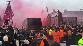 Na autobus Manchesteru City útočili fanoušci Liverpoolu
