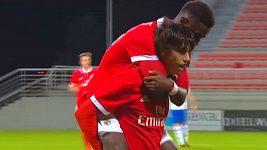 Zázračný mladík uchvátil fotbalový svět