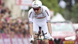 Obhájce celkového prvenství Tom Dumoulin vyhrál zahajovací časovku cyklistického Gira d'Italia.