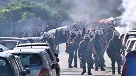 Fotbaloví fanoušci se v Řecku střetli s policií