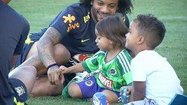 Členové brazilského týmu si vzali na trénink své děti