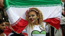 Na fotbalový stadión v Íránu se výjimečně dostaly i ženy.