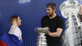 Ovečkin ukázal Stanley Cup při MS v Moskvě