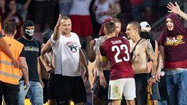 Vyjádření Sparty k vběhnutí fanoušků na hřiště během utkání