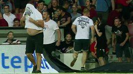 Co řekl kapitán Šural fanouškům, kteří vběhli během zápasu na hřiště?