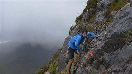 Závodníci ve Skotsku bojovali nejen s drsnou přírodou, ale i s větrem a deštěm