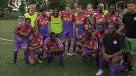 Nový anglický fotbalový tým upoutal svými dresy pozornost ve Španělsku