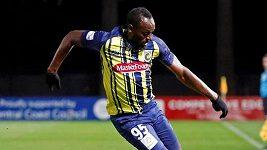 Usain Bolt ukázal, že to s míčem rozhodně umí