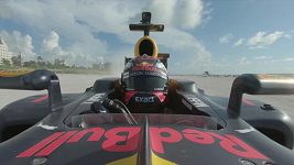 Pilot Max Verstappen ve svém redbullu při Road Trip USA
